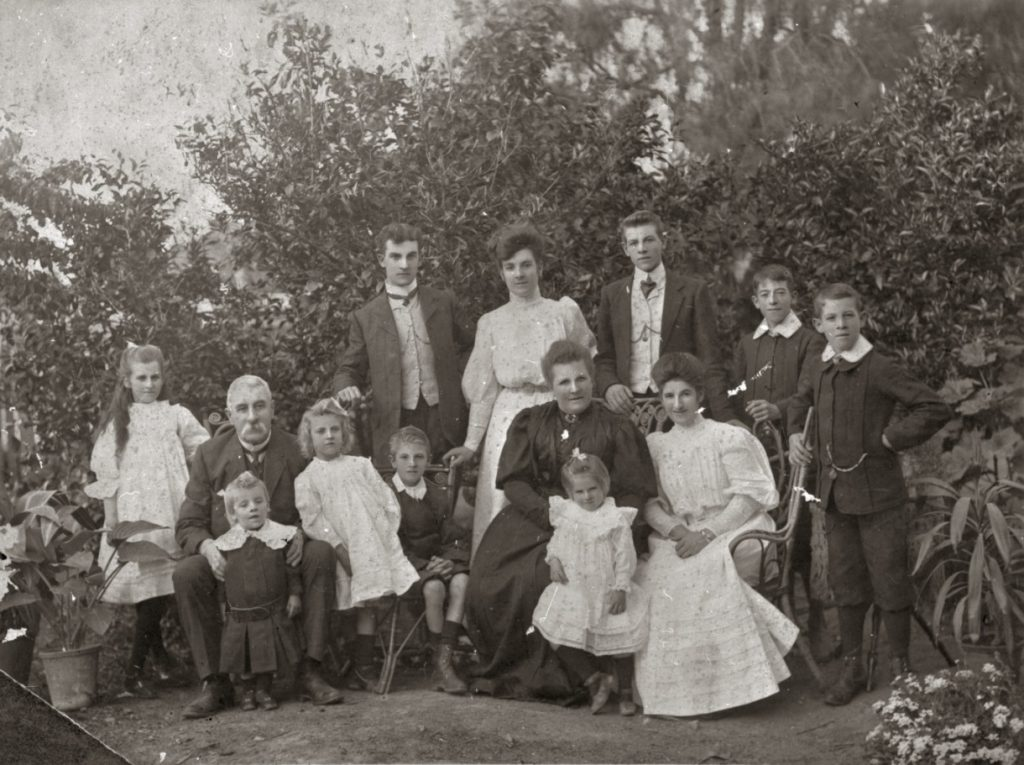 Back Row left to right – Francis, Hilda, James, Robert (Gordon) and Eustace. Front Row left to right – Mabel, James holding John, Dorothy, Claude, Muriel against Mary, and Ruby. (Courtesy of Knox family)
